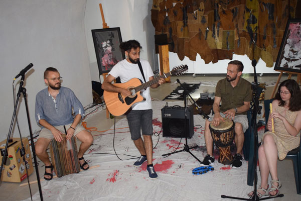 Music-Concert-performed-by-a-an-irakian-refugee-settled-in-Timisoara-and-his-band-during-Timisoara-Refugee-Art-Festival-2019