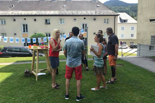 stop-and-chat-round-table-Bischofshofen